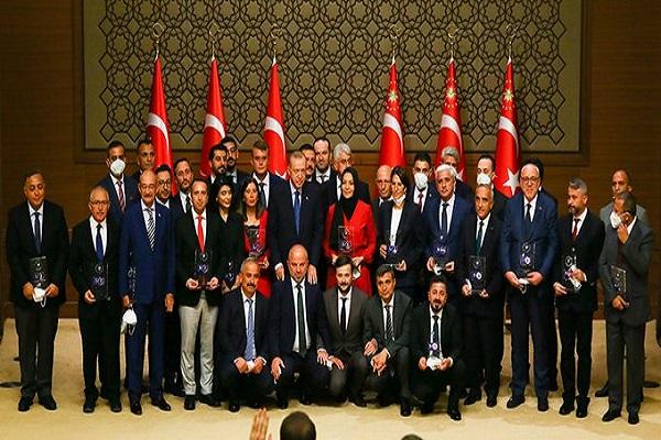 Erdoğan, 'en iyi Erdoğancı' ödüllerini verdi